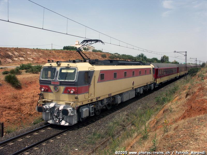 صور للقطارات حول العالم ONCF_E_1261_Ain_Taoujdate.jpg